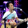 Gio - Better man ( Robbie Williams ) at Indonesian idol TOP 15