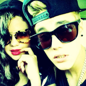 Selena Gomez, Justin Bieber 'Absolutely' Back Together להורדה