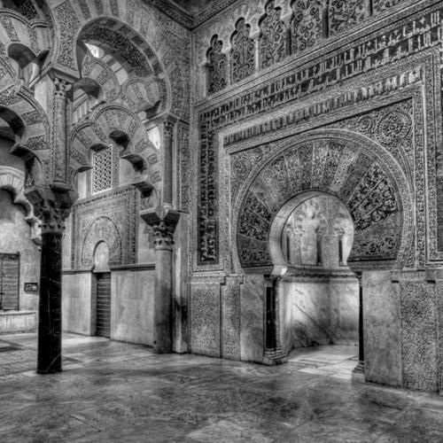 La mezquita aljama de Córdoba y el uso del capitel en la arquitectura omeya: una visión de conjunto