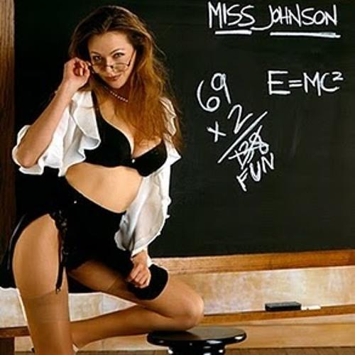 Преподаватель трахается с двумя студентками на столе в кабинете  497145