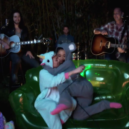 Miley Cyrus & Ariana Grande - Don't Dream It's Over - Backyard Sessions