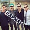 All Time Low Covers The Classics At The 2015 APMAs