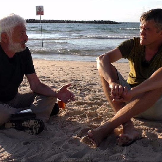 .pod lampou: S Fedorom Gálom na pláži Tel Avivu