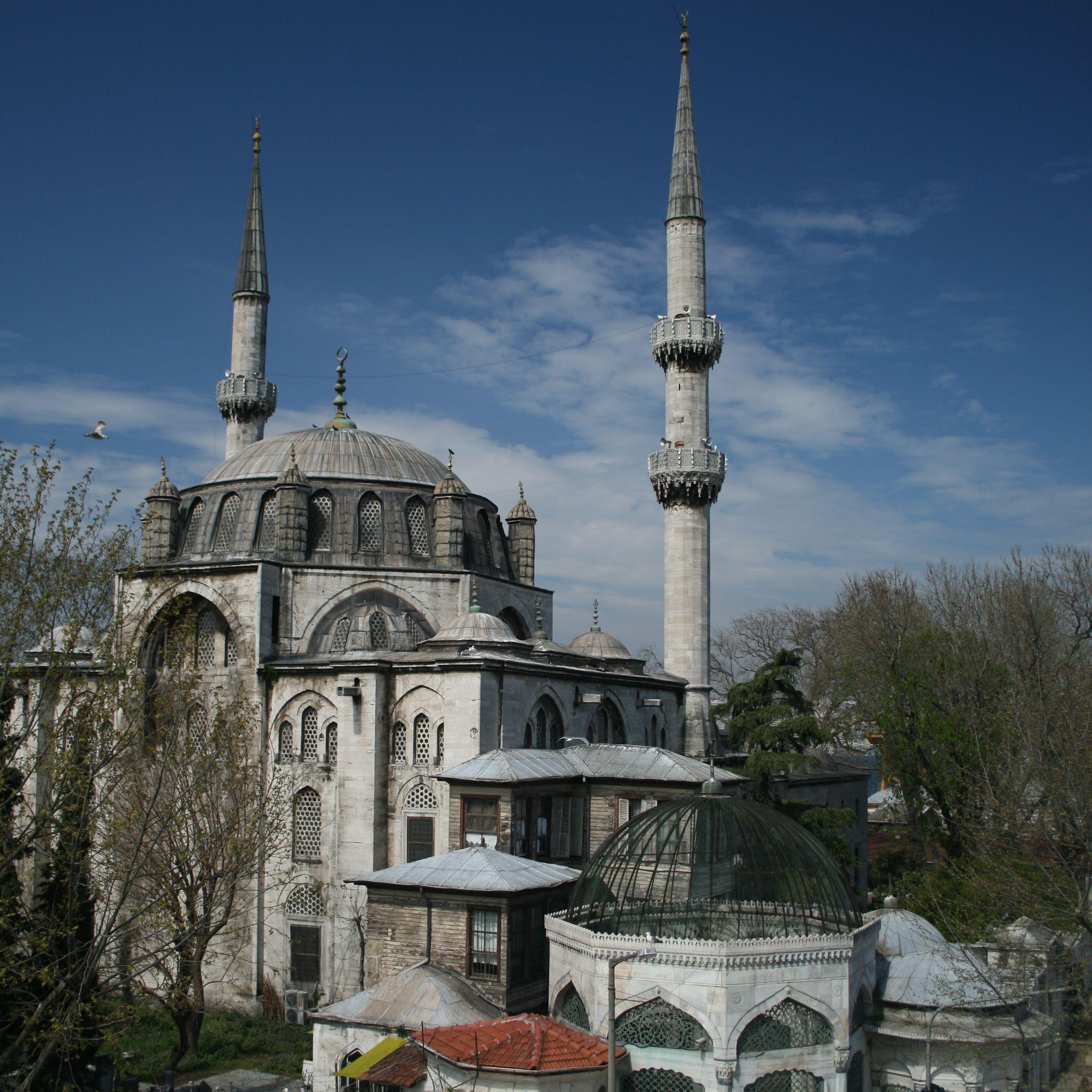Osmanlı'da Kadınlar ve Mimarlık Üretimi | Muzaffer Özgüleş