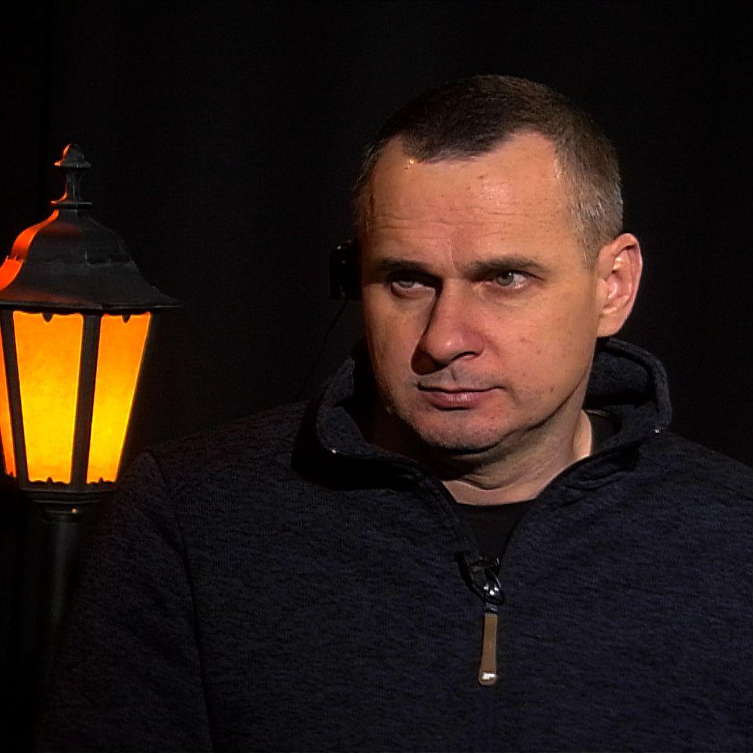 .pod lampou s Olegom Sencovom: 5 rokov v Putinovom väzení