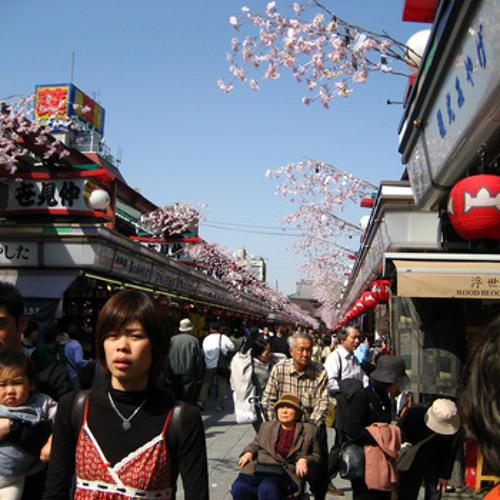 Approaching Sensō-ji