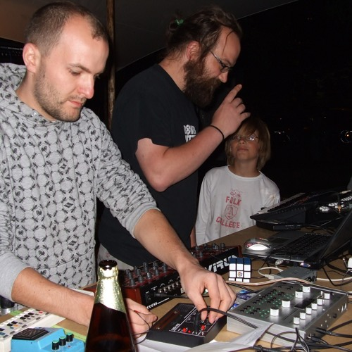 Karl Marx Stadt & LXC - live at Frequenzcamping 2009