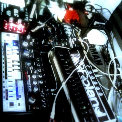 Sending Threes (ColdFuture and HighSage - Live Hardware PA)