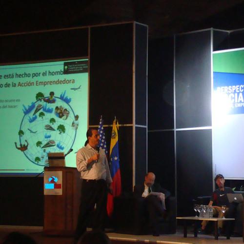 """Angelo Burgazzi habló de """"Emprendimiento"""" en Perspectivas Sociales 2011"""