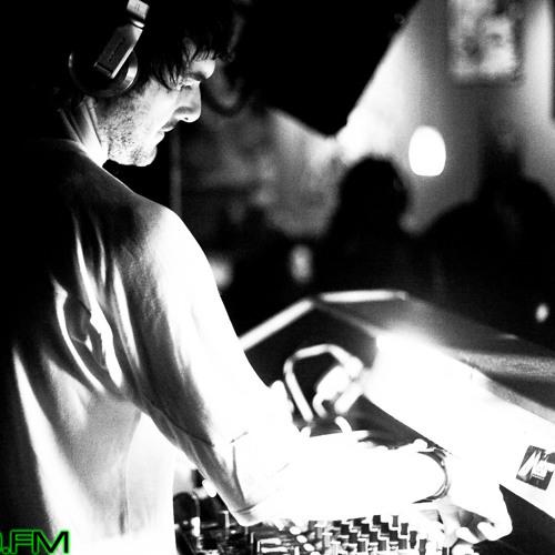 Quivver - Yoshitoshi sirius radio mix 3/2011