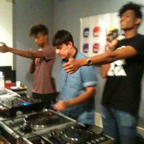 YOUNG GUNZ (FRENCH FRIES, BAMBOUNOU & MANARE) Live DJ Set @ Laura Leishman Project sur Le Mouv'