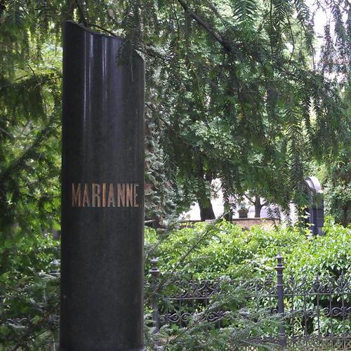 Cemetery walk at Friedhof der Jerusalem- und Neuen Kirche