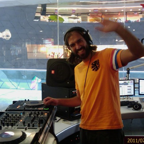 DJ Tarkan - Live @ Kanyon Virgin Radio (July 23, 2011 - Part 2)