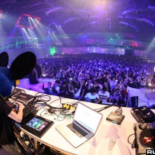 deadmau5 - essential mix live at space (ibiza) 06.08.2011