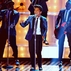 Bruno Mars - Valerie live VMA 2011 (Tribute for Amy Winehouse)