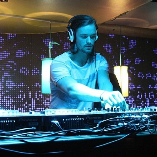 Christoph Schärf  Mixtape for Omicron Records  (TechHouse)