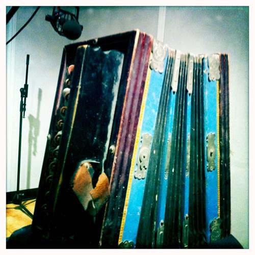 Antique Accordion-sound demo-near mic
