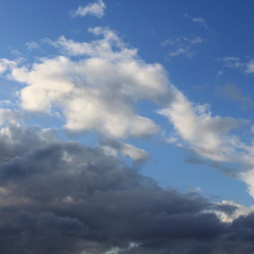 spaserer litt på skyer - clip