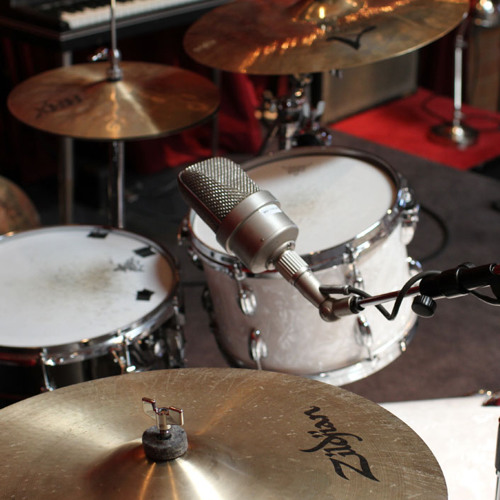 Recording drums with Apogee Duet 2 and Beyerdynamic M88 / Neumann M49 by Apogee Electronics