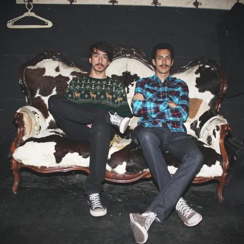 En medio de una fiesta (Moustache! Remix)