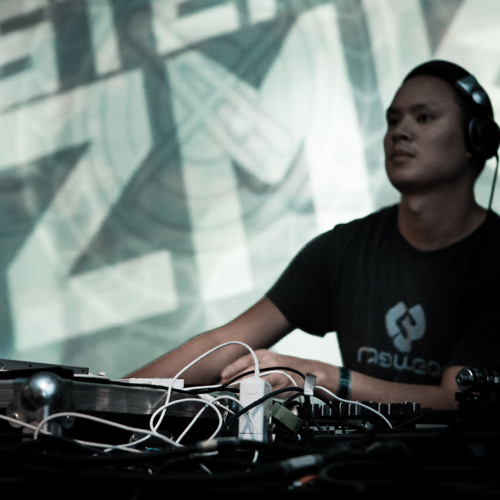 Stefan ZMK @ Q-Base 2011 - Hit 'n Run The Sanctuary Stage [dark|mental|core|breaks]