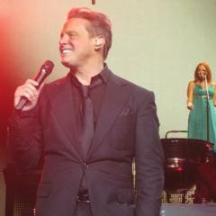 Luis Miguel - Boleros Medley (Todo o nada, Sabor a mi & Sin ti @ Live Las Vegas September 17th, 2011