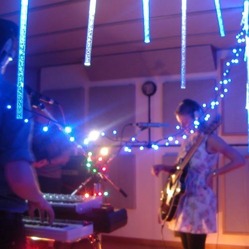 Droptunemedia presents Zooey live in session.