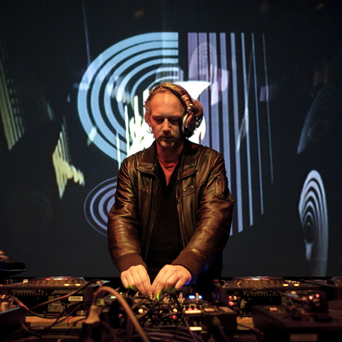 Richard Dorfmeister DJ-Set feat. Ras MC T-Weed - 25.12.2011