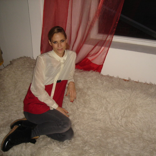 Erasmusik Interview with Oh Land before her Frankfurt concert on 19/11/2011.