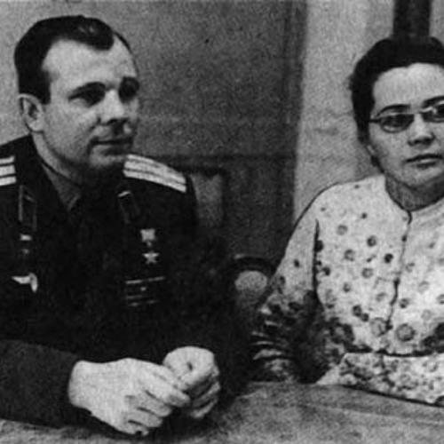 The Cosmonaut's Wife / Жена космонавта