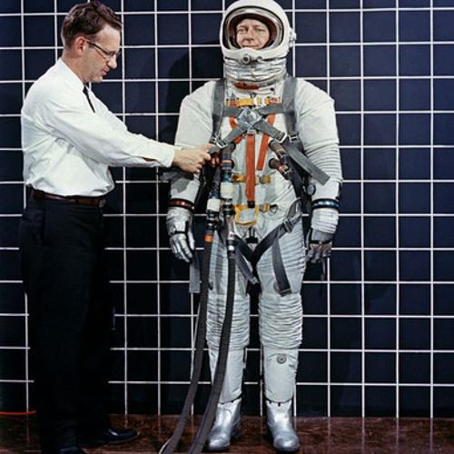 Retro Space Explorer