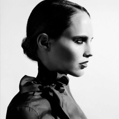 Anna Calvi - Naughty Girl (Beyoncé Cover)