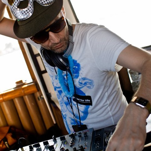 listed Podcast [001]: Danny Howells on the Freaky Tikki 2011