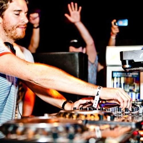 i-DJ: Simon Baker
