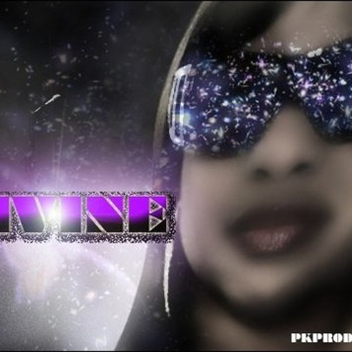 Microphone Queen -Divine Charle'nee