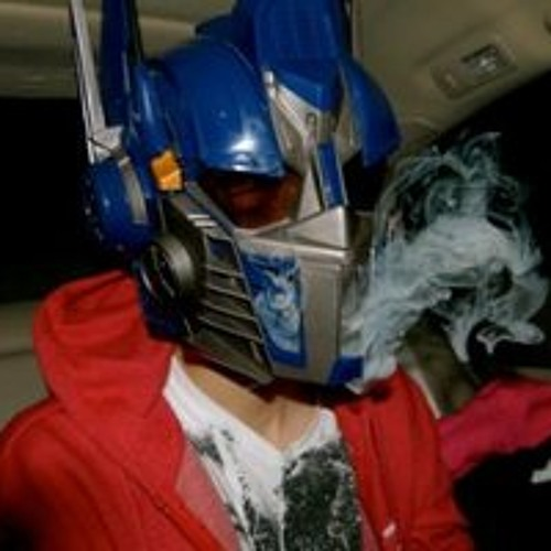 SyNiC-Smokin A Dime With Optimus Prime
