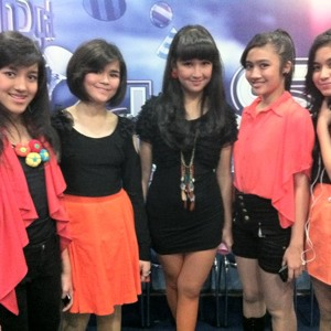 Blink Girlband Indonesia - About You mp3