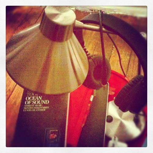 La nuit du papillon (pièce pour chaise, talons, atmosphères, cordes mouvantes, et guitare)