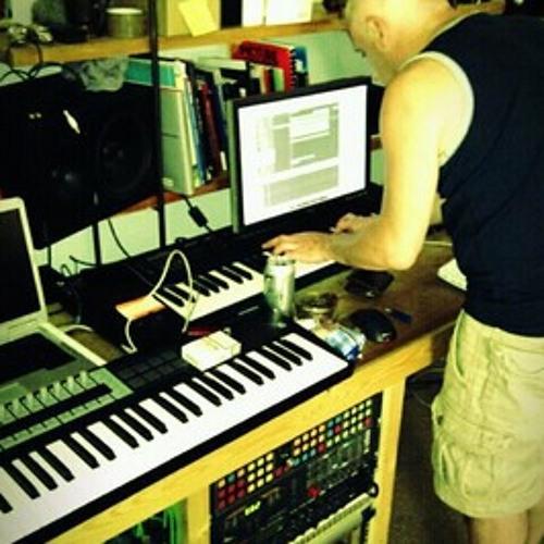 "Omeron - Gotta Keep Moving (Minke's ""Dadhaus"" remix)"