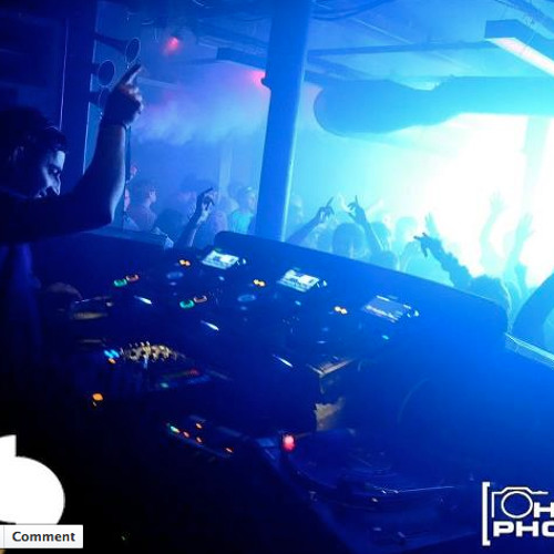 DARIUS SYROSSIAN - LIVE RECORDING - from CADENZA party @ Sankeys - Manchester April 2012