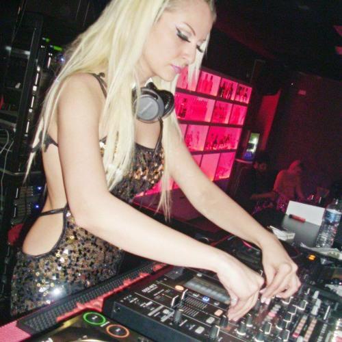 Djane Tugce Celik - Summer Night Live