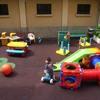 L'allegria dei bambini che giocano in un asilo