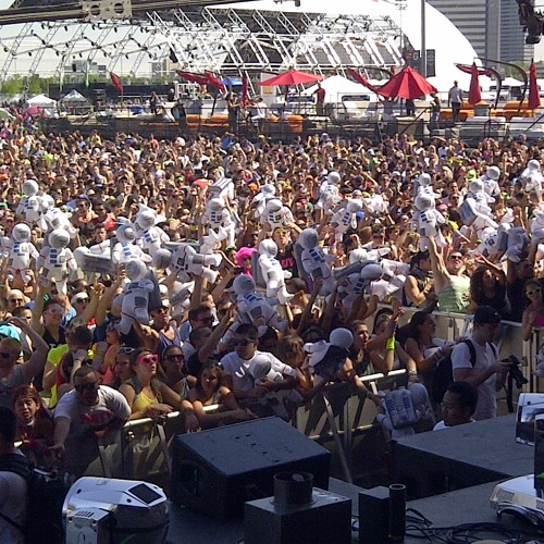 Manufactured Superstars - Electric Daisy Carnival 2012 New York 20-05-2012