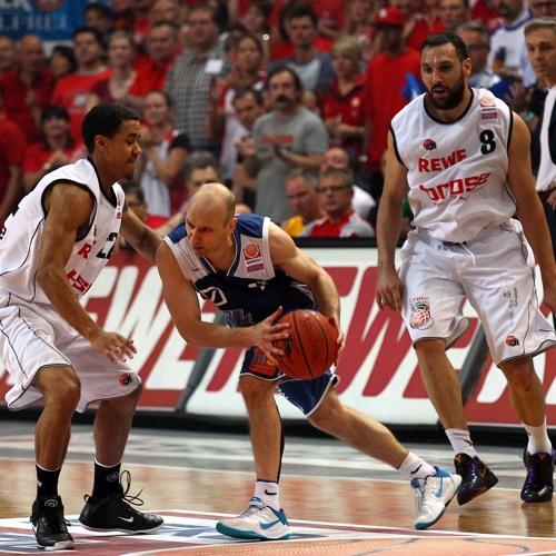 Brose Baskets Pressesprecher Jochen Zerbes 1 on 1 mit dem Rollerman