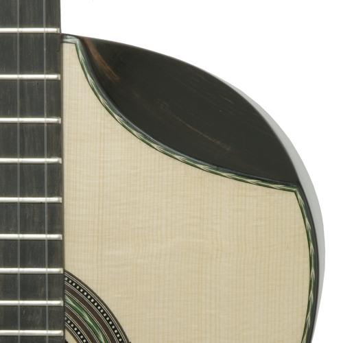 Skender Sefa plays a Vorreiter Ergonomic Guitar