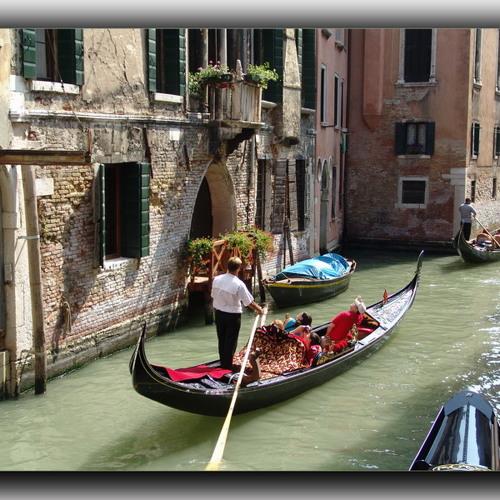 An Italian movie song©