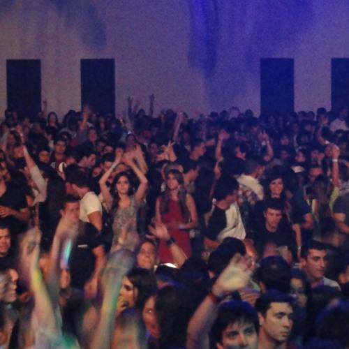 DJ Sir Piers_Live in Recife @ Iguana Cafe (N.E. Brasil) Hour 1 < FASTER LOADING .mp3 >