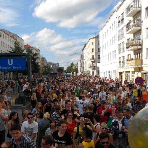 2012-08-25 Stefan Schlegel (Float 9 - Zurück zu den Wurzeln @ Fuckparade 2012)