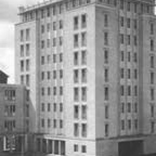Zum Behagen der Bewohner - zum Wohlgefallen der Passanten - Wohnen an der Stalinallee