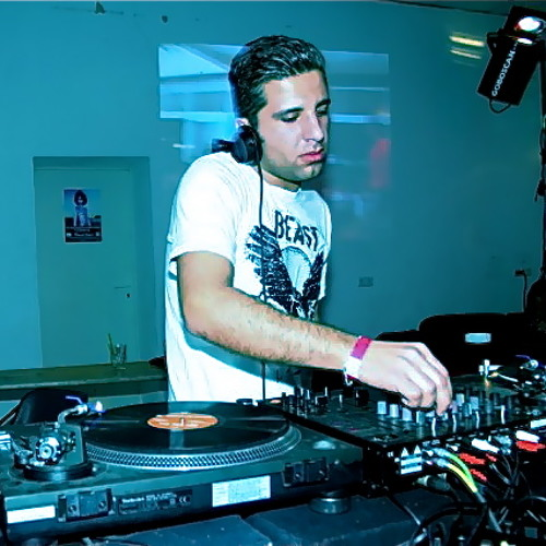 Yoel Ay -Back in Mixtime with Techno-Vinyl Mix-